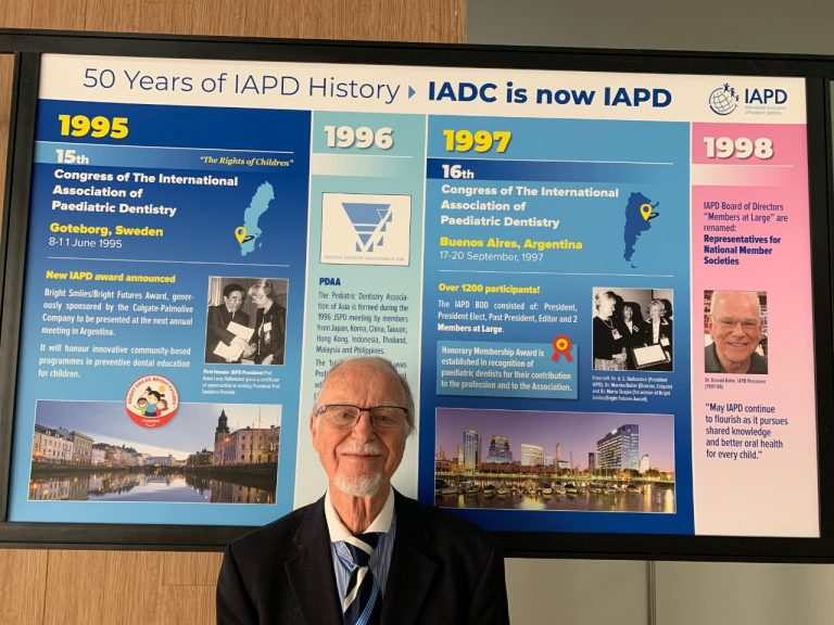Prof Andreasen in Cancun, Mexico 2019 in front of the IAPD History Wall