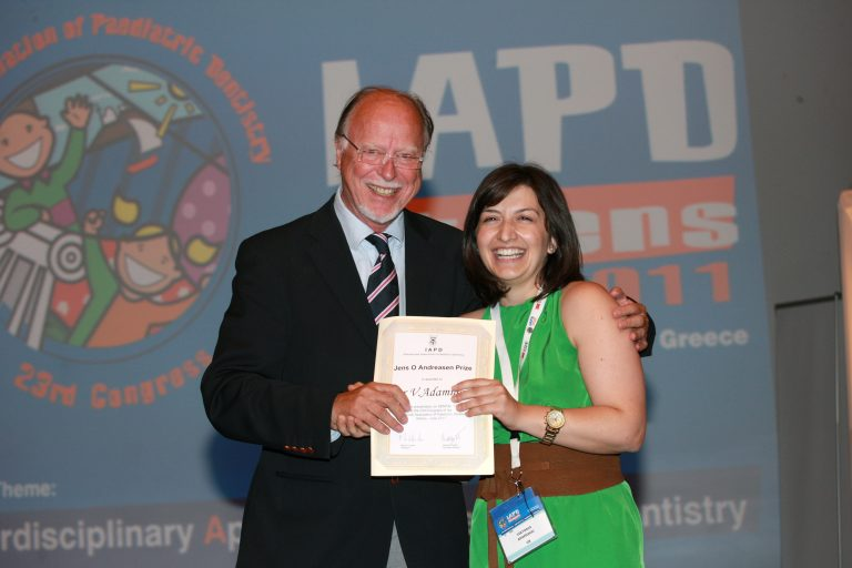 Prof Andreasen delivering the J. Andreasen award to Dr Adamidou in Athens 2011 Congress