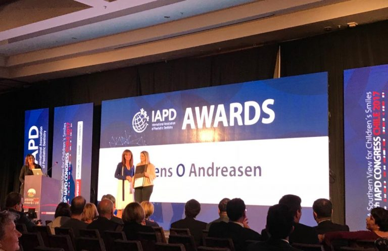 Dr Anna Maria Vierrou handing over the Jens Adreasen Award | Santiago, Chile 2017